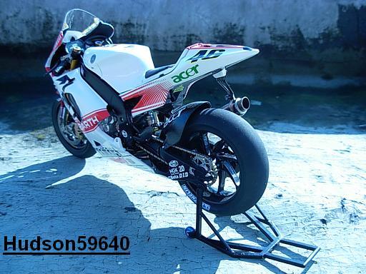maquette moto 1/12 (hudson59640) - Page 2 DSCN1261