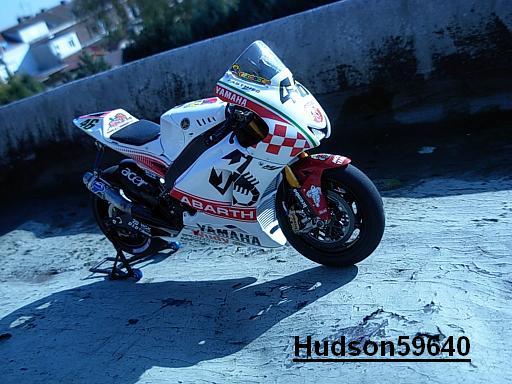 maquette moto 1/12 (hudson59640) - Page 2 DSCN1264