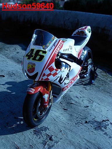 maquette moto 1/12 (hudson59640) - Page 2 DSCN1266