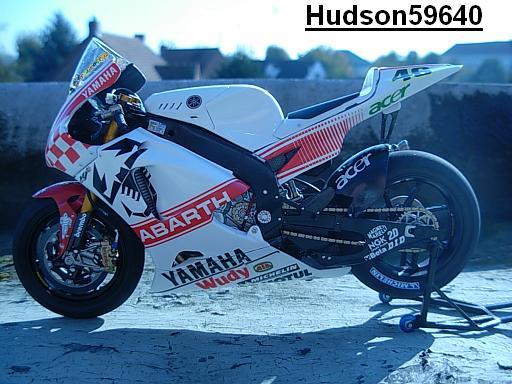 maquette moto 1/12 (hudson59640) - Page 2 DSCN1267