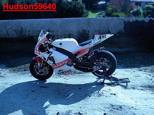 maquette moto 1/12 (hudson59640) - Page 2 DSCN1268