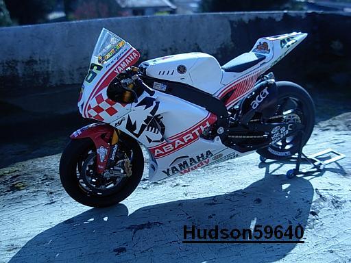 maquette moto 1/12 (hudson59640) - Page 2 DSCN1269