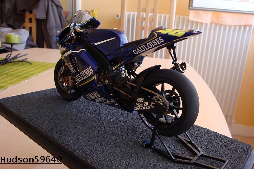 maquette moto 1/12 (hudson59640) DSC00961
