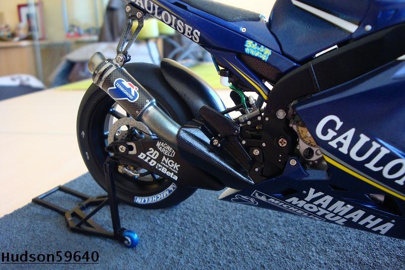 maquette moto 1/12 (hudson59640) DSC00962