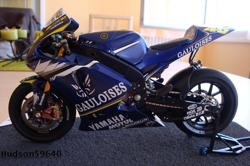 maquette moto 1/12 (hudson59640) DSC00964