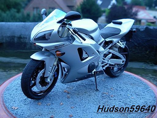 maquette moto 1/12 (hudson59640) DSCN1032