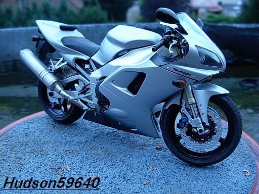 maquette moto 1/12 (hudson59640) DSCN1034