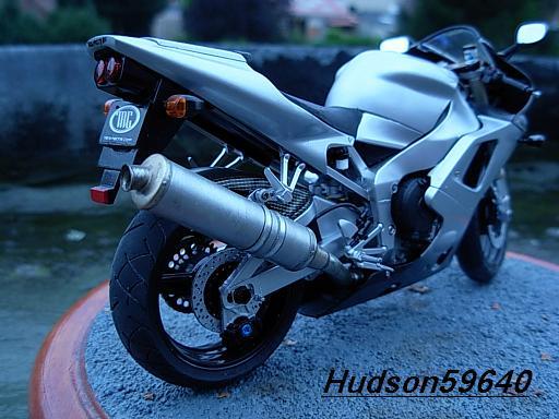 maquette moto 1/12 (hudson59640) DSCN1035