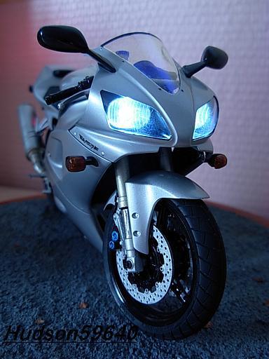 maquette moto 1/12 (hudson59640) DSCN1037