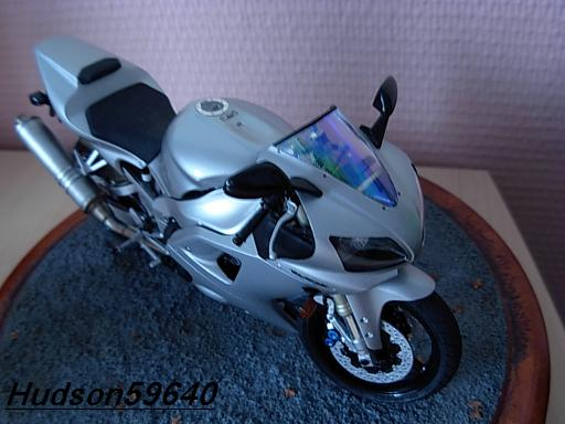maquette moto 1/12 (hudson59640) DSCN1039