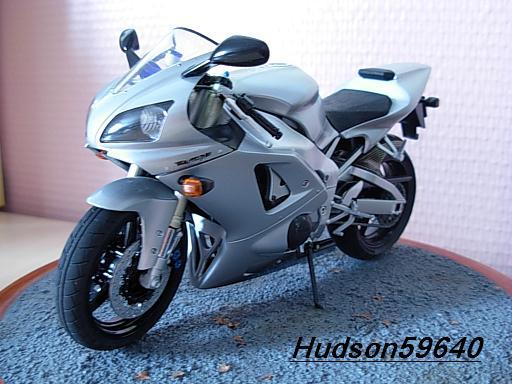 maquette moto 1/12 (hudson59640) DSCN1041