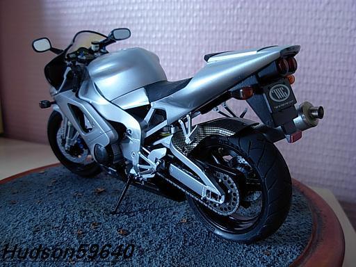 maquette moto 1/12 (hudson59640) DSCN1042