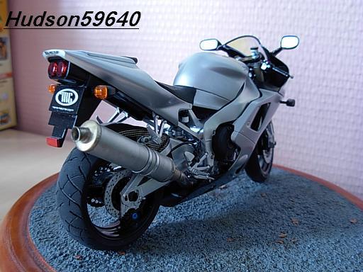maquette moto 1/12 (hudson59640) DSCN1043