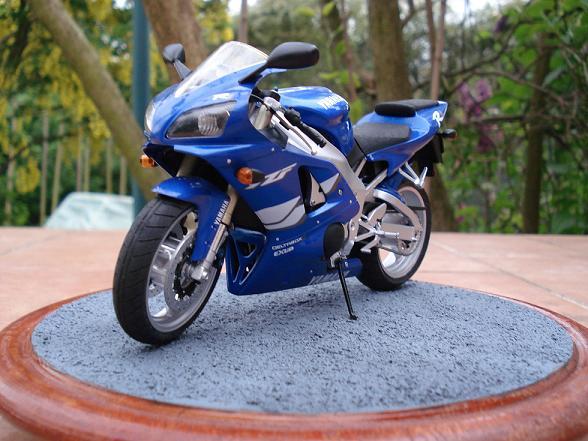 maquette moto 1/12 (hudson59640) DSC04910