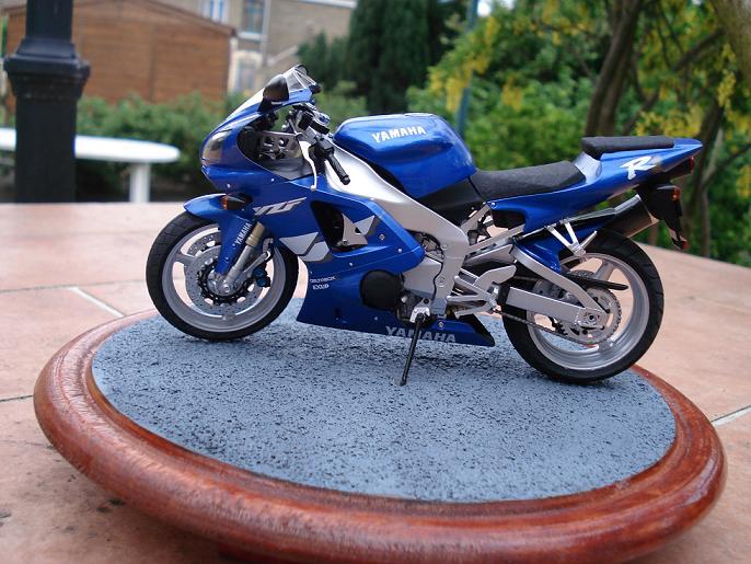 maquette moto 1/12 (hudson59640) DSC04911