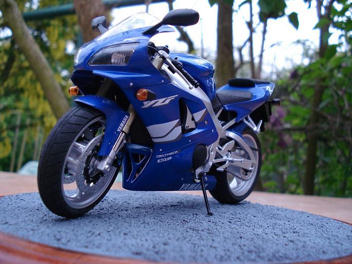 maquette moto 1/12 (hudson59640) DSC04912
