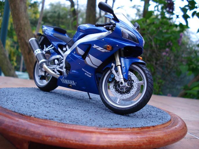 maquette moto 1/12 (hudson59640) DSC04913