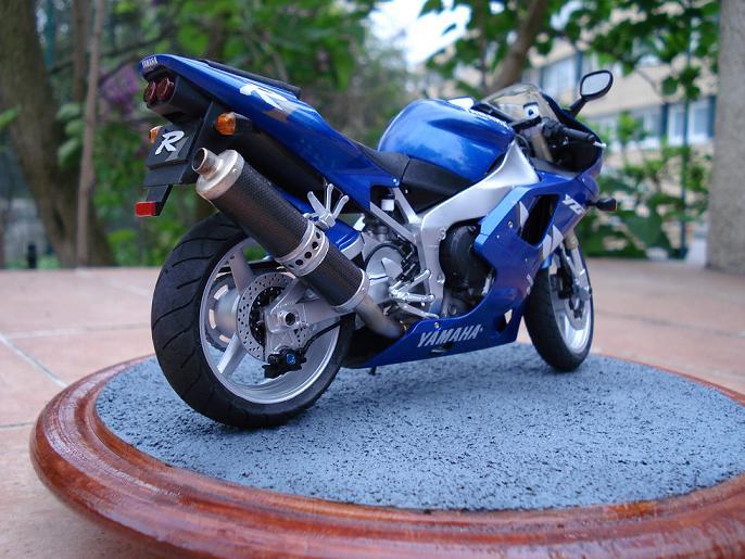 maquette moto 1/12 (hudson59640) DSC04914