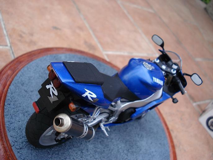 maquette moto 1/12 (hudson59640) DSC04915