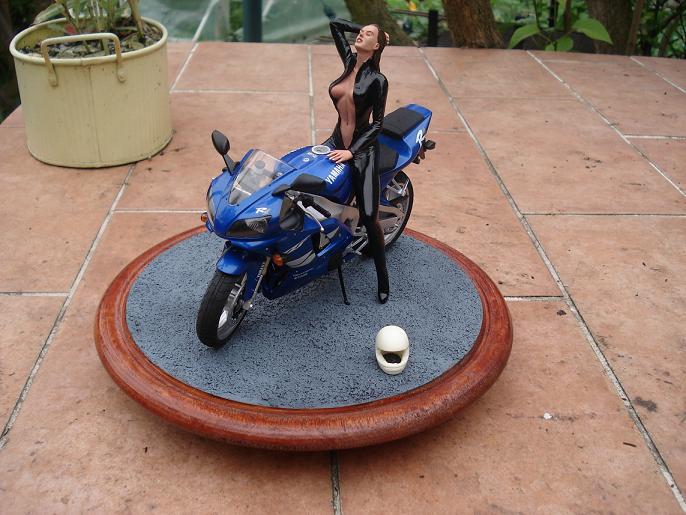 maquette moto 1/12 (hudson59640) DSC05121