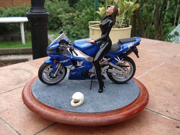 maquette moto 1/12 (hudson59640) DSC05123