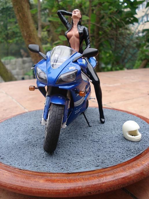 maquette moto 1/12 (hudson59640) DSC05125