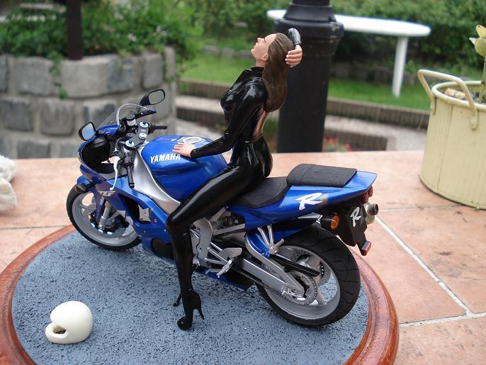 maquette moto 1/12 (hudson59640) DSC05129