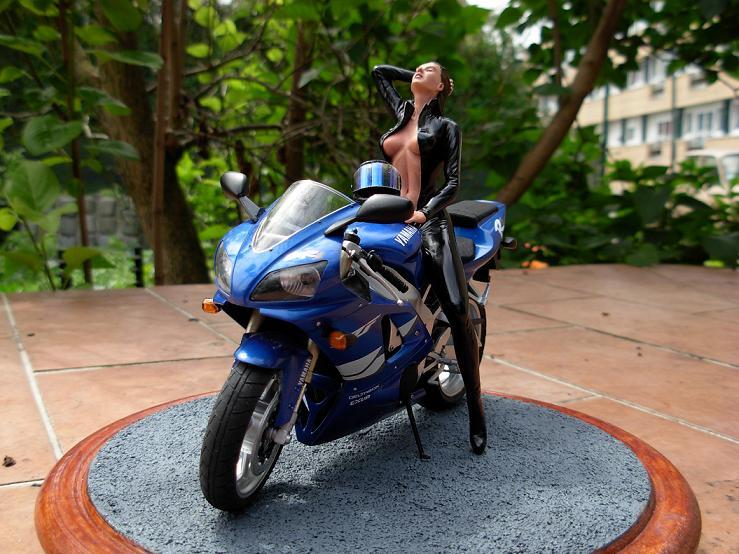 maquette moto 1/12 (hudson59640) DSCN0098