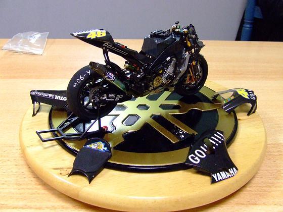 maquette moto 1/12 (hudson59640) Celica0084