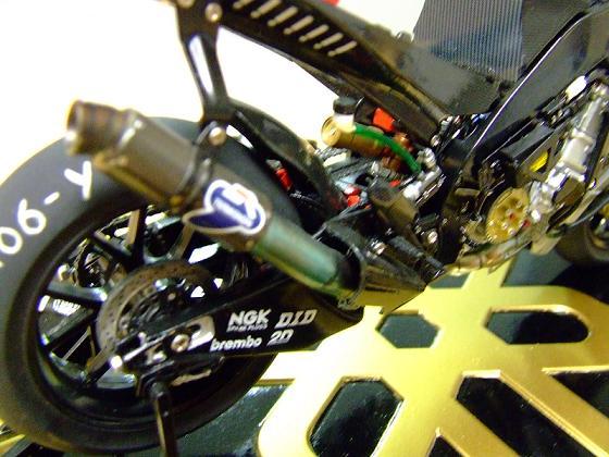 maquette moto 1/12 (hudson59640) Celica0085