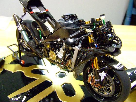maquette moto 1/12 (hudson59640) Celica0086