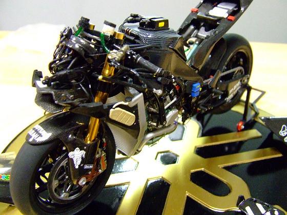 maquette moto 1/12 (hudson59640) Celica0087