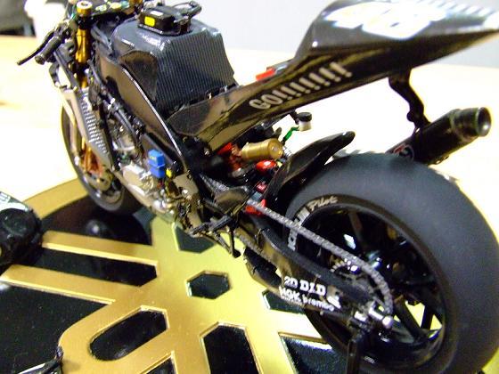 maquette moto 1/12 (hudson59640) Celica0088
