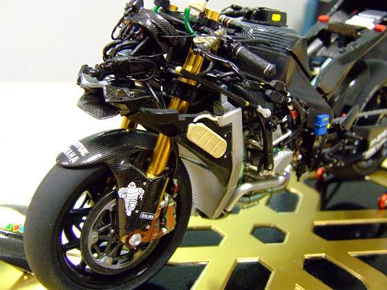 maquette moto 1/12 (hudson59640) Celica0094