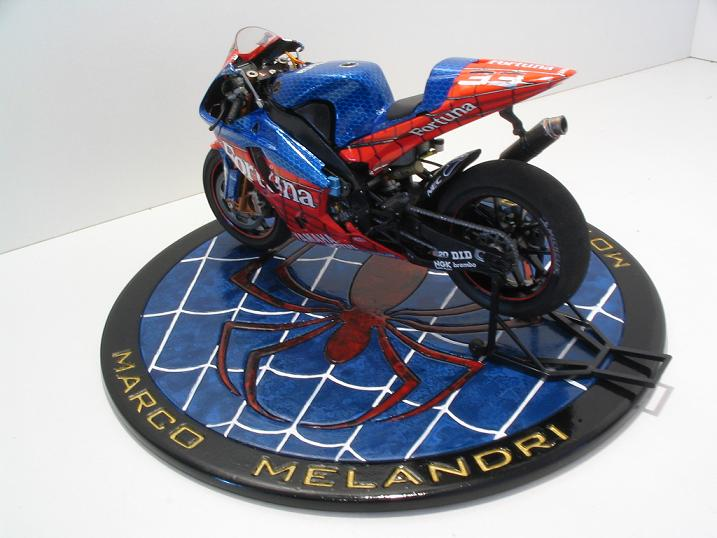 maquette moto 1/12 (hudson59640) Spider%20113