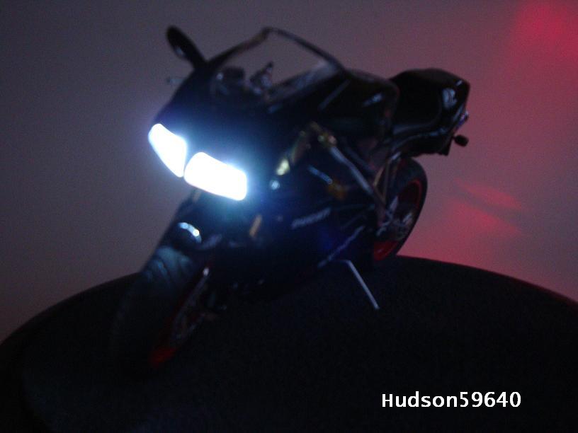 maquette moto 1/12 (hudson59640) - Page 2 DSC03359