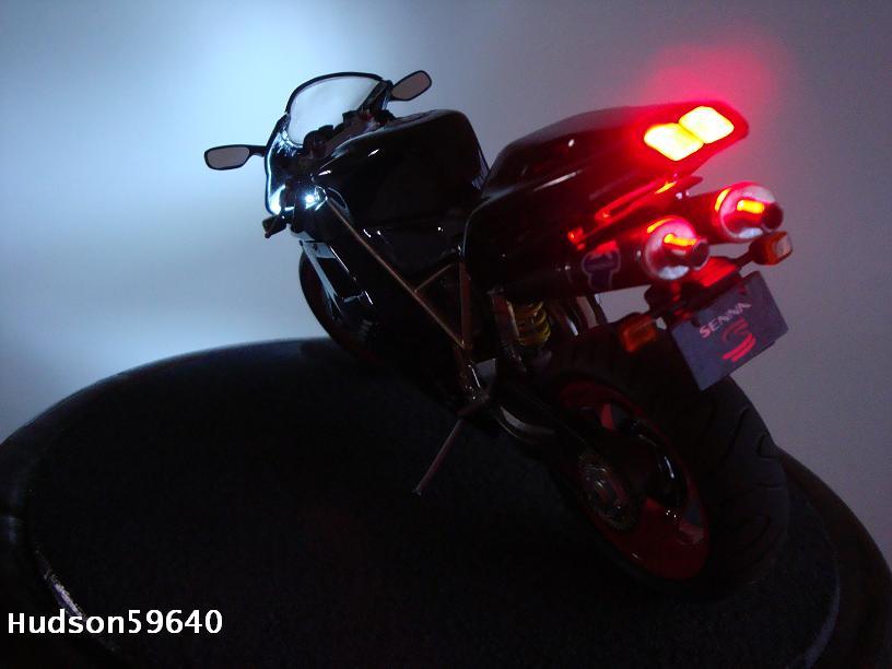 maquette moto 1/12 (hudson59640) - Page 2 DSC03361
