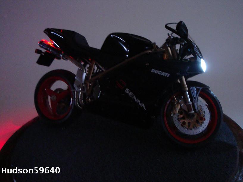 maquette moto 1/12 (hudson59640) - Page 2 DSC03362