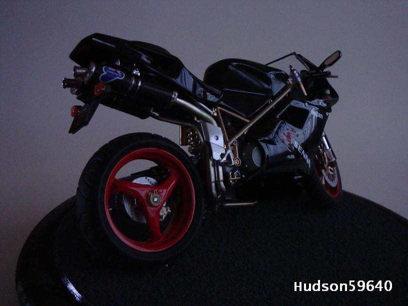 maquette moto 1/12 (hudson59640) - Page 2 DSC03363