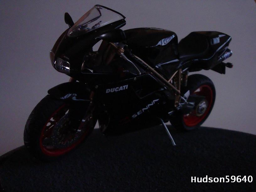 maquette moto 1/12 (hudson59640) - Page 2 DSC03366