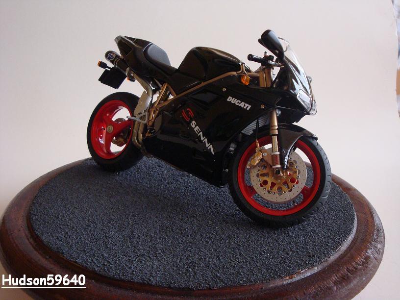 maquette moto 1/12 (hudson59640) - Page 2 DSC03389