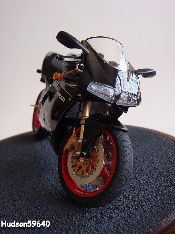 maquette moto 1/12 (hudson59640) - Page 2 DSC03390