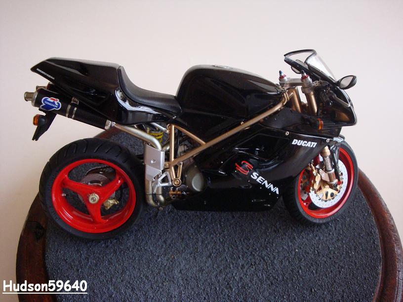 maquette moto 1/12 (hudson59640) - Page 2 DSC03391
