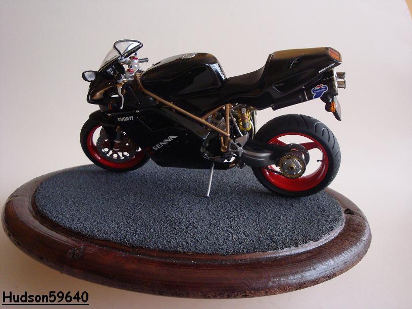 maquette moto 1/12 (hudson59640) - Page 2 DSC03392
