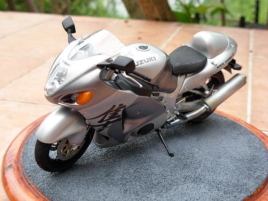 maquette moto 1/12 (hudson59640) DSCN0198