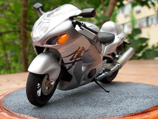 maquette moto 1/12 (hudson59640) DSCN0200