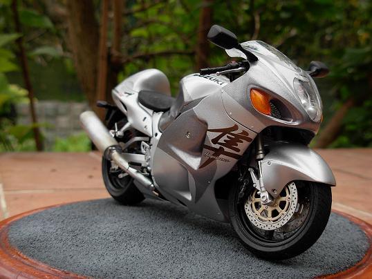 maquette moto 1/12 (hudson59640) DSCN0201