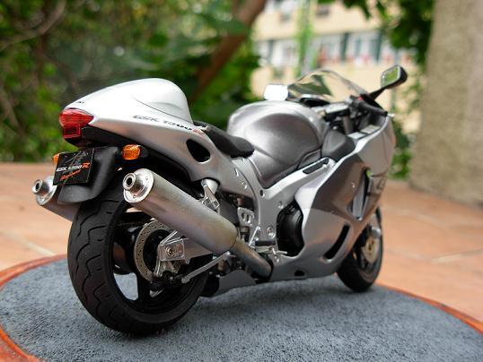 maquette moto 1/12 (hudson59640) DSCN0202