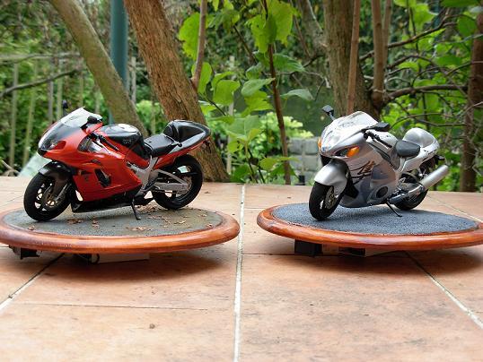 maquette moto 1/12 (hudson59640) DSCN0206