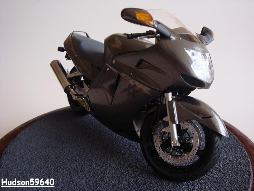 maquette moto 1/12 (hudson59640) - Page 2 DSC03376
